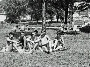 Lido 1962. Zľava Milan Lasica, Stano Dančiak, Martin Porubjak, Marian Puobiš a Eva Odzganová. Foto: Archív Martin Prubjak