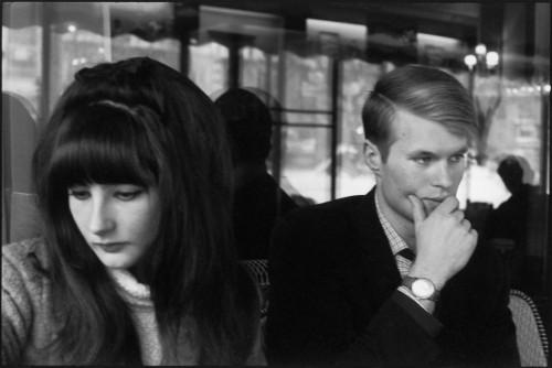 Jean-Marie Le Clézio s manželkou. Paríž, 1965. Foto: Henri Cartier-Bresson / Magnum Photos