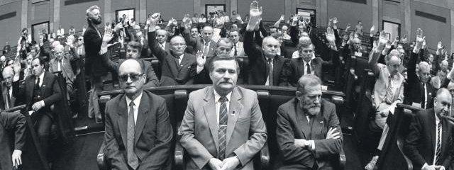 Wojciech Jaruzelski, Lech Wa??sa a Bronisław Geremek. Foto: S?awomir Sierzputowski / AG