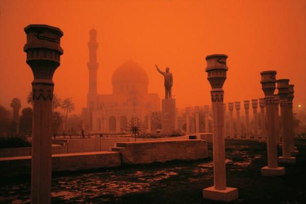 Baghdad v marci 2003, po okupácii, ale ešte pred pádom. Foto: Alexandra Boulat / VII
