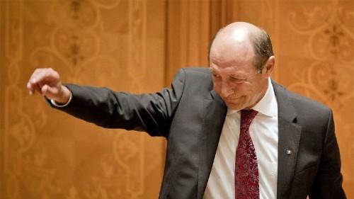 Prezident Basescu po piatkovom prejave. Foto: Vadim Ghirda / Keystone /AP