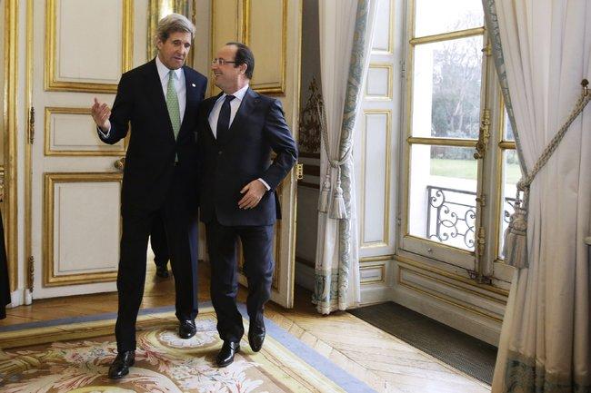 John Kerry a francúzsky prezident François Hollande. Foto: Jacquelyn Martin / AFP / Getty Image