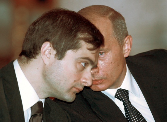 Vladislav Surkov a Vladimír Putin v roku 2006. Foto: Sergej Karpuchin / Reuters