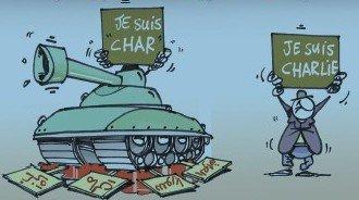 Karikatúra kritizujúca Charlie Hebdo, ktorá vyšla 14. 1. 2015 v alžírskych novinách Echorouk, založená na slovej hračke - char (po francúzsky tank)  Charlie. Tank s nápisom Ja som tank drví Gazu, Mali, Sýriu a Irak.