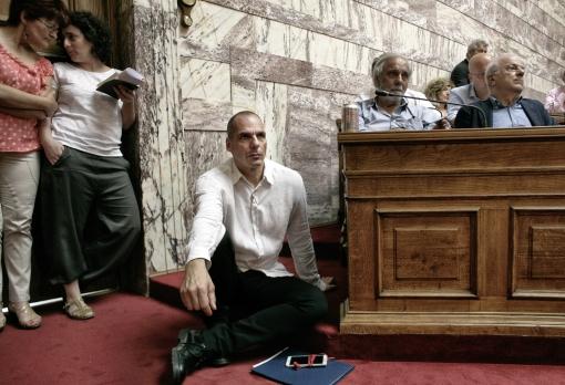 Varoufakis na rokovaní. Tváriť sa, že grécka otázka je administratívna, nie ideologická, sa rovná šikane. Foto: Milos Bicanski / Getty Images